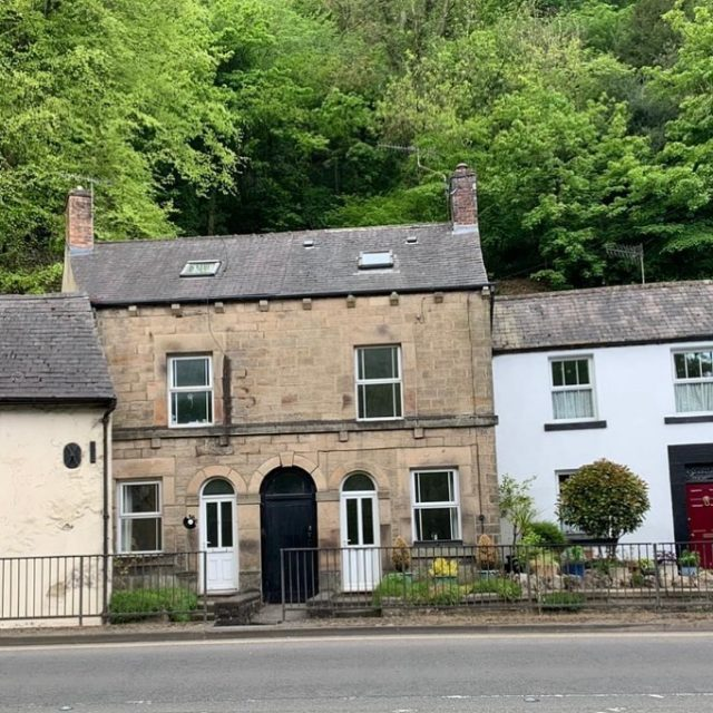 Purchase COMPLETE. 🏡⛰. Three bedroom terraced property in Matlock was surplus to requirements following a move to a smaller local property. Once we obtained first registration we completed on the request of the vendor. Get in touch today to find out what we could offer you, only takes a minute on www.ukhomebuyersltd.co.uk or call 0800 051 7645 and speak to one of our property experts 📞