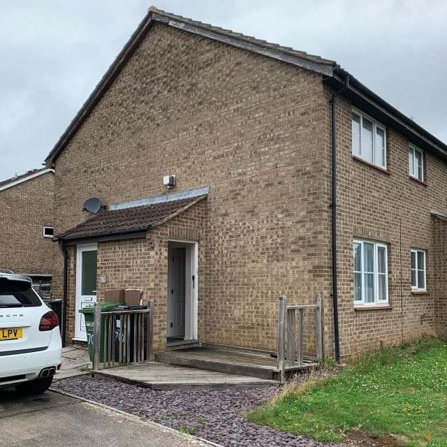Another purchase complete & another happy customer. When the vendors fell pregnant they needed a quick sale to facilitate their onward purchase of their first family home. Once their onward purchase was ready we completed on request. Don't let a difficult situation prevent you from moving forward, get in touch today www.ukhomebuyersltd.co.uk or call us freephone 0800 051 7645 🏠 🏡
