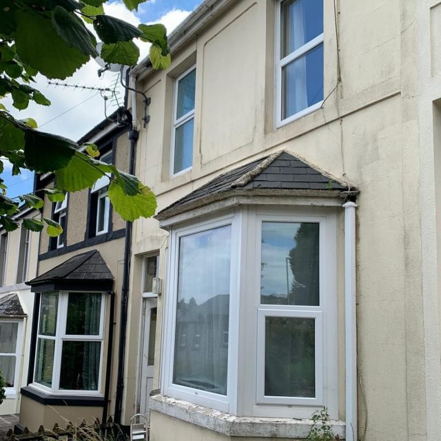 Another property purchase complete & another very happy vendor. Property in Torquay was surplus to requirements having been rented out in the past. Get in touch to see what UK Homebuyers Ltd could offer you cash 💰 for your property on 0800 051 7645 or visit us www.ukhomebuyersltd.co.uk